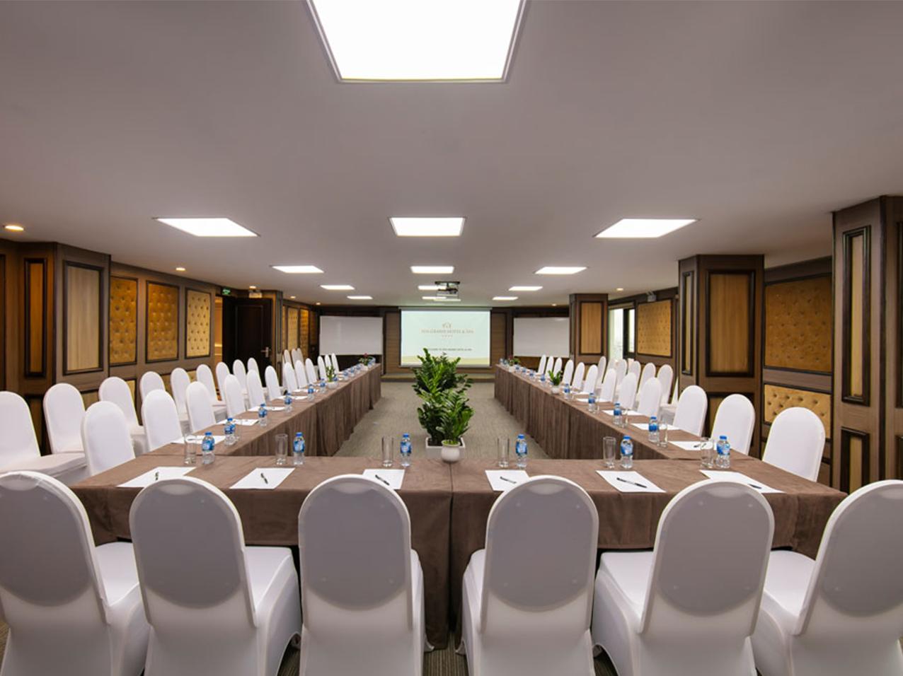 Hội trường khách sạn Nguyễn Khánh Toàn